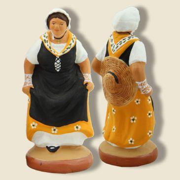image: Lady dancing provençal quadrille (yellow)