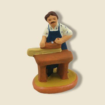 image: Menuisier à son établi en bois