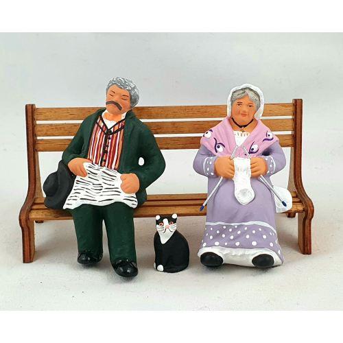 Grand-parents sur le banc et chat 9 cm